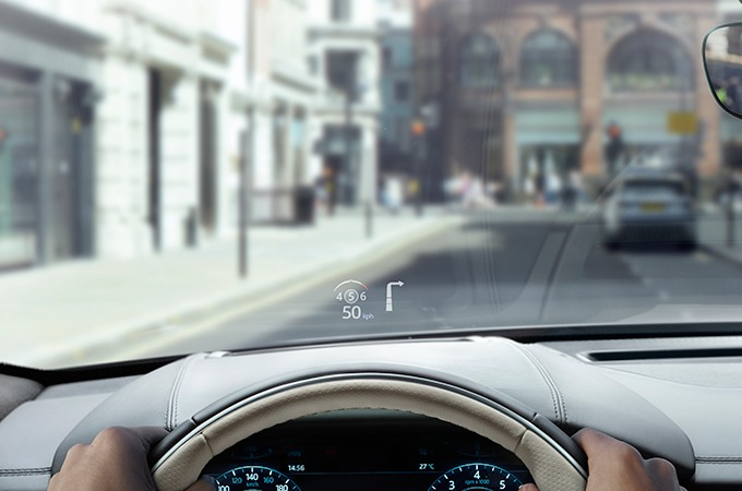Tecnología de pantalla digital del parabrisas (Head Up Display) para el interior del Range Rover Velar