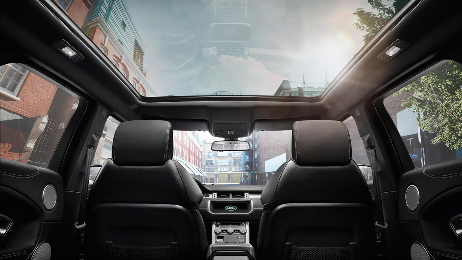 Range Rover Evoque's panoramic roof and in-car entertainment system. 19MY Shown.