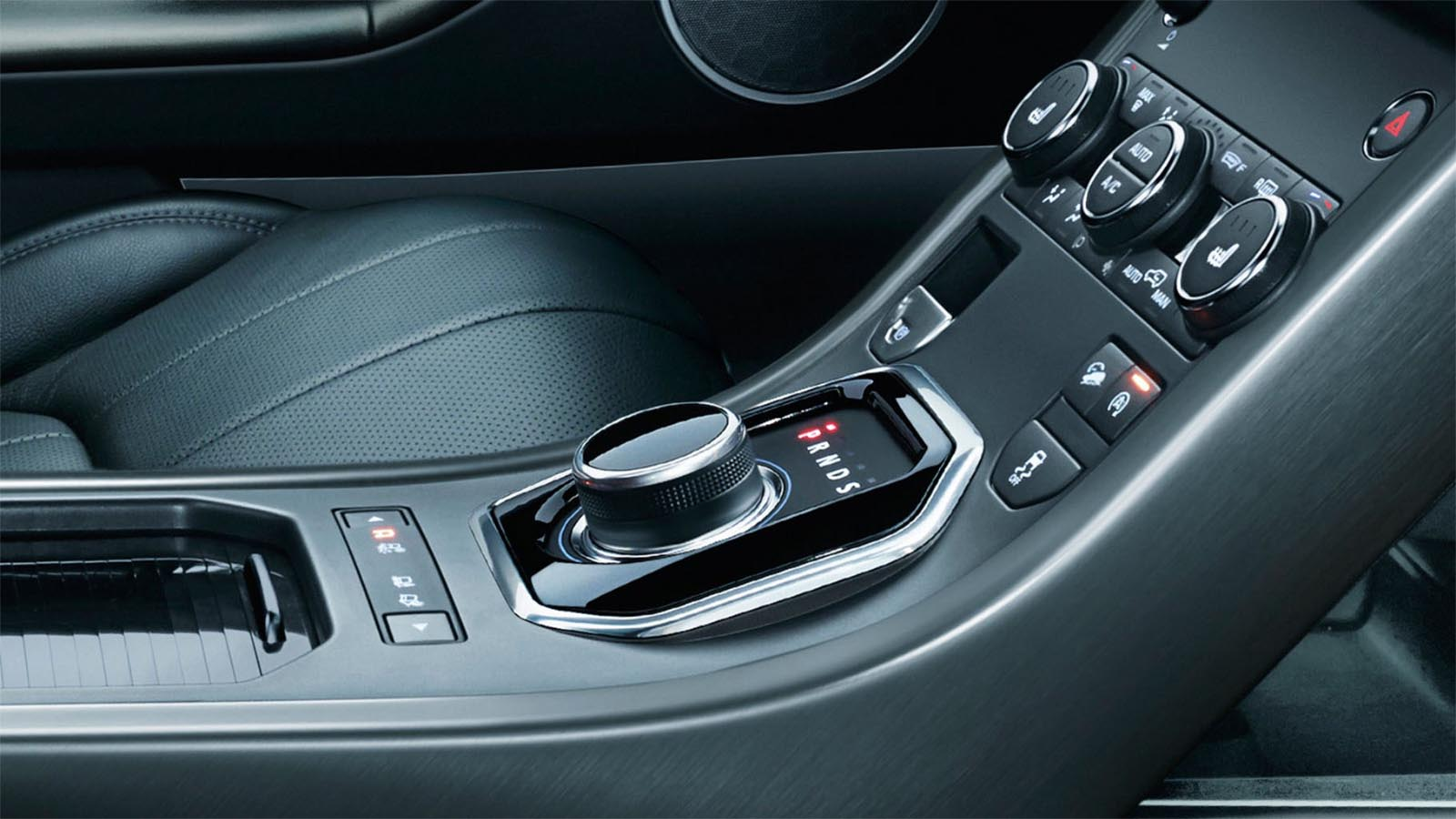 The automatic 9-speed transmission of the Range Rover Evoque. 19MY Shown.