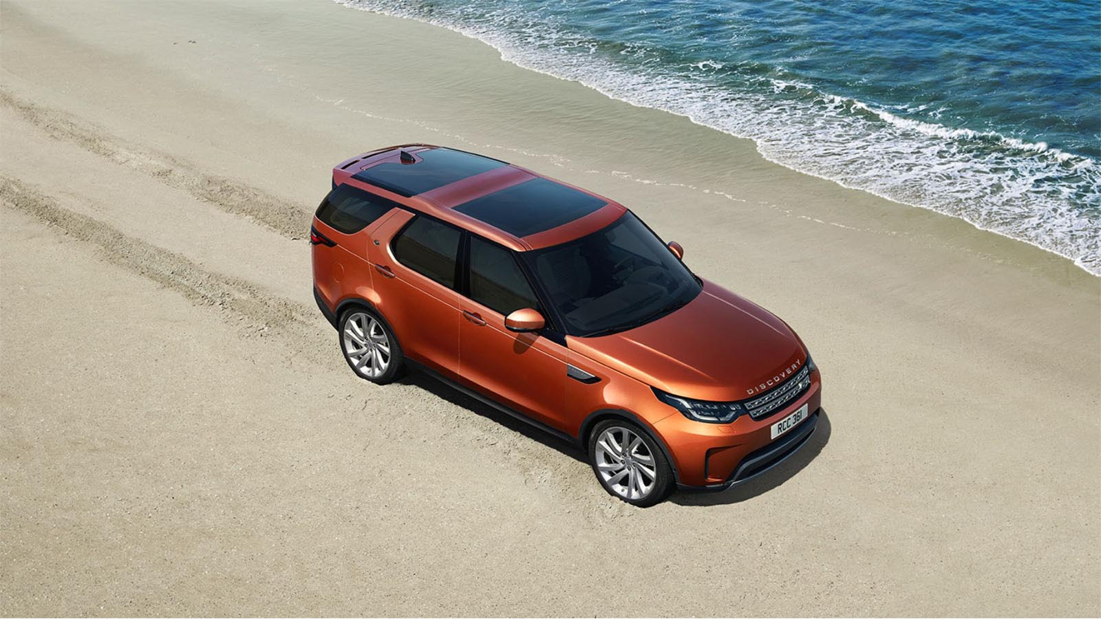 Land Rover Discovery 2017 4x4 Off-Road Vehicle on Sand