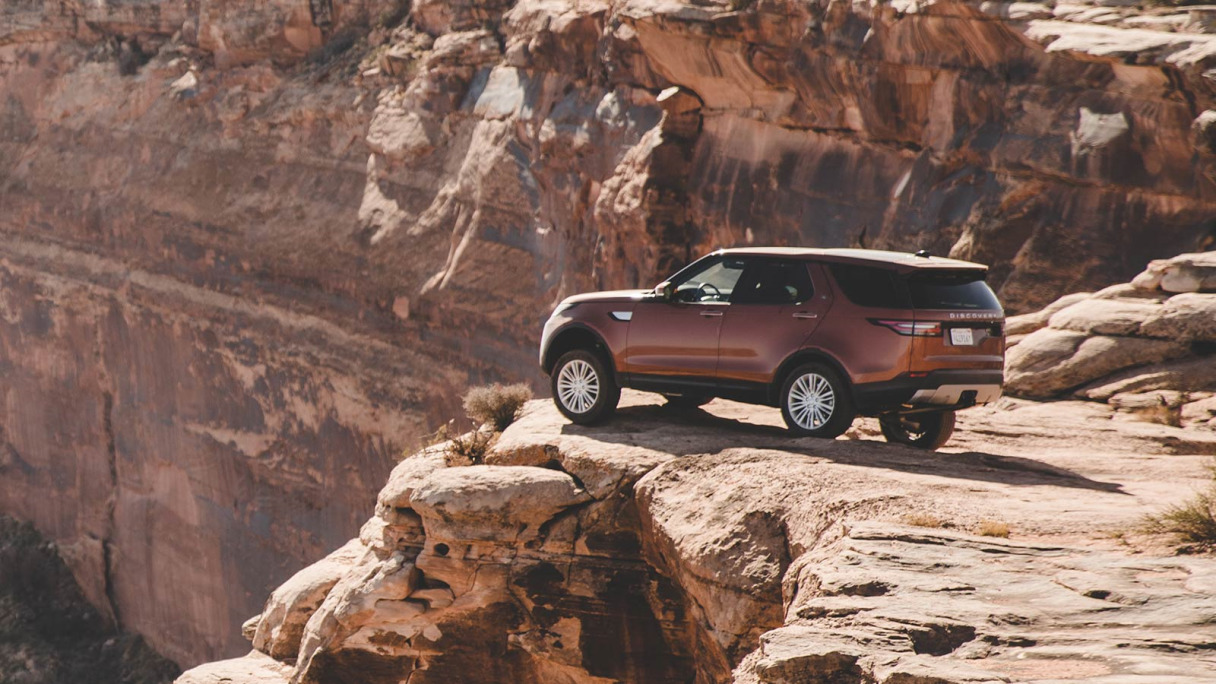 An Indus Silver Discovery driving through Utah's Red Cliff's