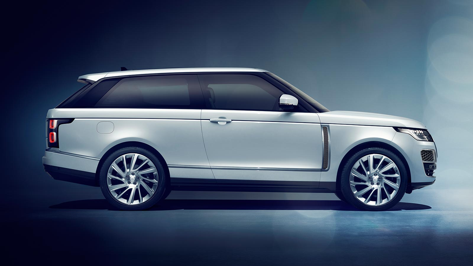 The Range Rover SV Coupé in Valloire White with 23 inch two tone wheels side profile