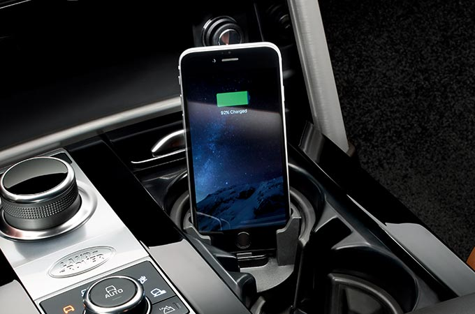 Land Rover Discovery Luxury 4x4 Interior Accessories iPhone Connect and Charge Dock