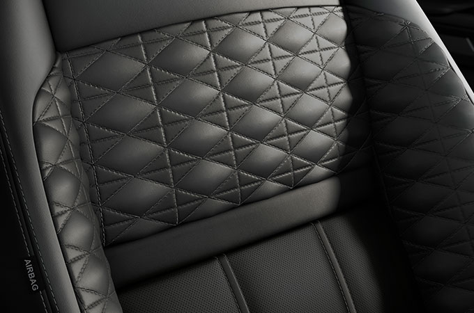 New Range Rover Evoque seating for maximised versatility and luxury comfort.