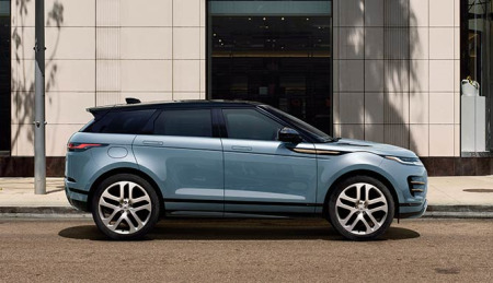An urban SUV: the Range Rover Evoque driving in the city