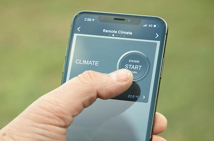 Land Rover App accessed on smartphone to operate Discovery Sport System remotely.