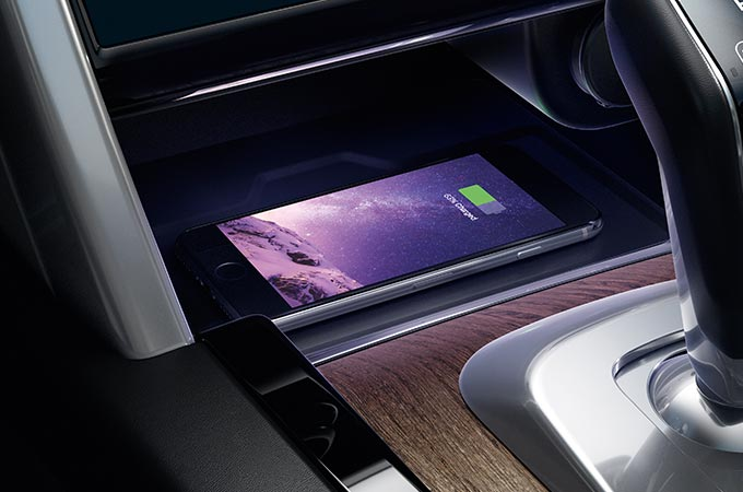 Discovery Sport Interior Wireless phone charging.