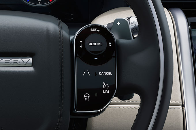 Discovery Sport Steering Wheel Functionality for Driver Comfort and Convenience.