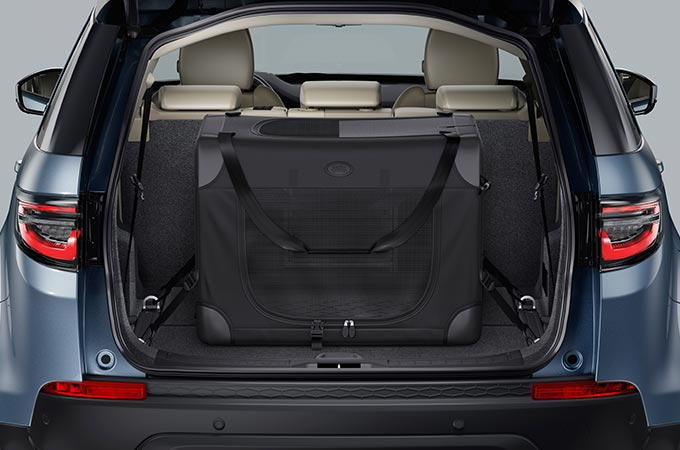 Close up shot of Pet Pack in Rear of Discovery Sport.