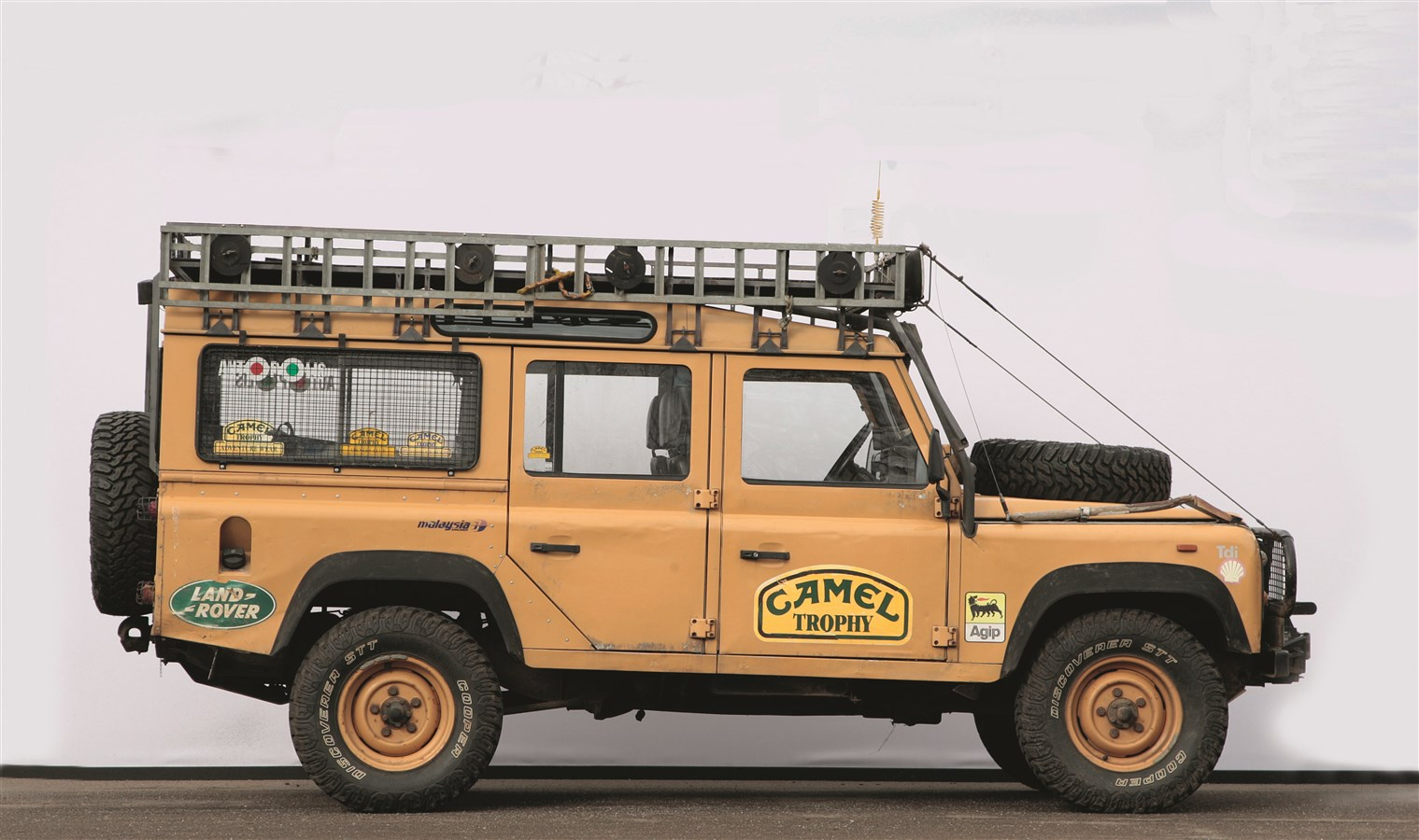 defender experience your 4x4 off road journey land rover. Black Bedroom Furniture Sets. Home Design Ideas